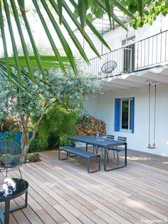 °° Un mur bleu dans le jardin °° - °°lejardindeclaire°° Plantation, Landscape Design, Patio, Terraces, Outdoor Decor, Gardens, Banana, Home Decor, Blue Garden