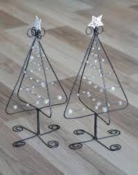 Resultado de imagen para adornos de navidad en hierro #artesaniasenhierro #mifiestafavorita! Wire Crafts, Metal Crafts, Christmas Projects, Holiday Crafts, Fun Crafts, Diy And Crafts, Wire Ornaments, Christmas Ornaments, Metal Christmas Tree