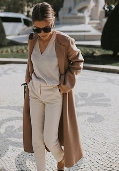 Beige Outfit – Trend Alert – Coat of arms Fashion Mode, Look Fashion, Winter Fashion, Fashion Trends, Womens Fashion, Classy Fashion, Teen Fashion, Fashion Spring, Fashion Bloggers