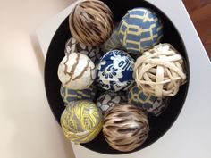 DIY decorative spheres - styrofoam balls covered with fabric scraps Diy Arts And Crafts, Home Crafts, Styrofoam Ball Crafts, Pinterest Christmas Crafts, Teddy Bear Crafts, The Frugal Crafter, Homemade Christmas Tree, Ornament Crafts, Holiday Ornaments