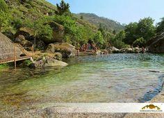Vai um mergulhinho? A praia fluvial da Loriga, em pleno Parque Natural da Serra da Estrela, é a única praia portuguesa situada num vale glaciário, tem Bandeira Azul e qualidade Ouro! Saibam mais aqui http://natural.pt/portal/pt/Poi/Item/71