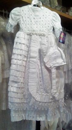Ropón de Bautismo de shantung MOD_JB018M color blanco, desmontable en vestido corto y largo, bordado con aplicaciones con cristales y perlita, también se tiene en color perla.