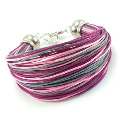 Bransoletka na bawełnianym, kolorowym sznurku jubilerskim ( różowym, buraczkowym i szarym ) w minimalistycznym stylu. Lens, Metal, Klance, Metals, Lentils