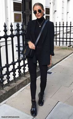 All Black Outfit Ideas fashforfashion fashion and style inspirations best All Black Outfit. Here is All Black Outfit Ideas for you. All Black Outfit all black outfits zalando lounge magazine. All Black Outfit all black looks. All Black Outfits For Women, Black Women Fashion, Clothes For Women, All Black Outfit For Work, Ladies Fashion, Black On Black Outfits, Chic Black Outfits, All Black Style, Full Black Outfit