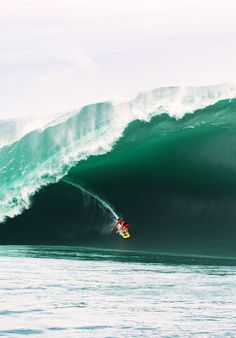 Perfect Monster Wave Surfing