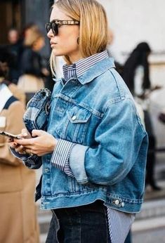 XXL denim jackets - Pernille Teisbaek shows us the most important basic of our wardrobe - Allgemein // Streetstyles - Camo Denim Jacket, How To Wear Denim Jacket, Jean Jacket Outfits, Denim Jackets, Pencil Skirt Outfits, Casual Skirt Outfits, Sporty Outfits, Apostolic Fashion, Outfit Jeans