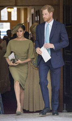 The previous day the proud aunt attended her new nephew Prince Louis' christening alongside Prince Harry championing both of US and British designers, plus suede pumps by Spaniard Manolo Blahnik. Meghan Markle Photos, Meghan Markle Outfits, Meghan Markle Style, Meghan Markle Prince Harry, Prince Harry And Megan, Royal Fashion, Fashion Photo, Stephen Jones, Olive Green Dresses