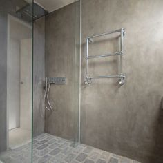 Tadelakt Stone badkamer Tierrafino Amsterdam particuliere opdracht Dark Bathrooms, Bathroom Toilets, Bathroom Faucets, Contemporary Bathrooms, Modern Bathroom, Small Bathroom, Beton Design, Tadelakt, Modern Shower
