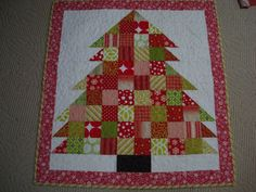 easy+xmas+quilt+wall+hangings | christmas tree wall hanging. i made a quilt to match just haven't ...