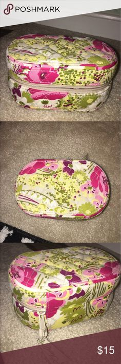 Very Bradley jewelry tote Never used! Can fit rings, earrings, necklaces, and bracelets! Vera Bradley Jewelry