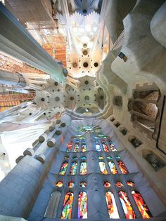 Inside view, Sagrada Familia (Antoni Gaudí), Barcelona, Catalunia, Spain