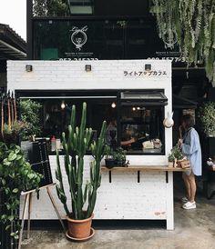 I'm Just A Vintage Soul: Top Vintage Coffee Shops in London! Cafe Shop Design, Kiosk Design, Cafe Interior Design, Brewery Interior, Small Cafe Design, Cafe Restaurant, Restaurant Design, Small Coffee Shop, Coffee Store
