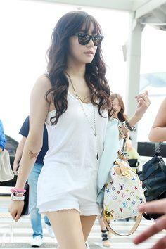 SNSD Tiffany Hwang airport fashion Young tattoo