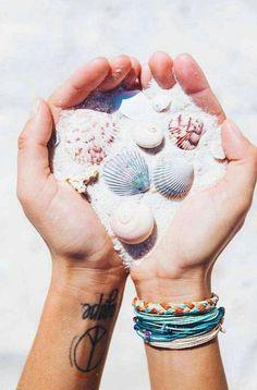 Seashells pura vida bracelets wrist pics летние фото, идеи д Summer Photography, Food Photography Styling, Fashion Photography, Flower Aesthetic, Summer Aesthetic, Blue Aesthetic, Aesthetic Fashion, Surfs Up, Tumblr Summer Pictures
