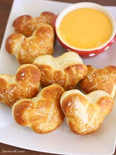 Disney Inspired Mickey Mouse Soft Pretzels – Liz on Call You don't have to go to Disney to enjoy Mickey Mouse soft pretzels. You can make this simple recipe for pretzels at home. They are soft and buttery. Disney Desserts, Disney Snacks, Fun Desserts, Disney Recipes, Disney Dishes, Disney Themed Food, Disney Inspired Food, Comida Disney, Souffle Recipes
