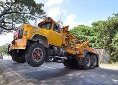 Mack R pullin hard Submitted by Abmiusem Mack Trucks, Big Rig Trucks, Tow Truck, Cool Trucks, Pickup Trucks, Semi Trucks, Antique Trucks, Vintage Trucks, Heavy Truck