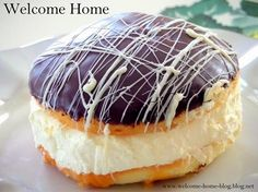 My Mom used to make the best Boston Cream Pie.wonderful pastry cream sandwiched between two layers of yellow cake and topped with wonderful chocolate. But I could never eat an entire pie so I decide Cream Pie Recipes, Cookie Recipes, Dessert Recipes, Dinner Recipes, Just Desserts, Delicious Desserts, Pie Cake, Cannoli, Pie Dessert