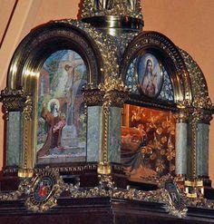 Reliquaire de Sainte Thérèse de l'Enfant Jésus. The Reliquary of St. Therese. Pie XI Basilique de Lisieux (France)