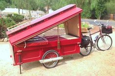 Barry Howard's Bicycle Micro Wagon is a traveling artist's dream come true. Built with mainly repurposed materials, the wagon lets the artist travel about looking for inspiration.