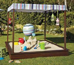 Nur mit vier Brätern können Sie einfach einen Sandkasten bauen. Folgen Sie unsere Anleitung um Ihren Kinder Freude zu bringen!