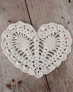 umla      crochet heart