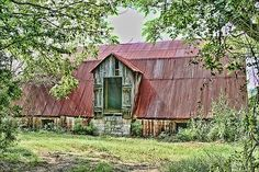 I don't have any mules, but this is an interesting barn.