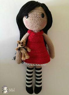BAMBOLA CALZE BIANCO E NERO   questa bambola e' molto bella ma la difficolta e' nei capelli e nella spiegazione originale non e' specificto ben