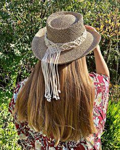 Macrame Design, Macrame Art, Fancy Hats, Cute Hats, Accessorize Shoes, Mode Hippie, Hippie Headbands, Macrame Patterns, Hat Making