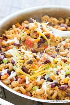 One Pot Vegetarian Chili Mac – One of THE easiest meals for busy nights! Everyth… One Pot Vegetarian Chili Mac – One of THE easiest meals for busy nights! Everything cooks in one skillet, and the pasta absorbs SO much flavor! Veggie Recipes, Pasta Recipes, Dinner Recipes, Cooking Recipes, Healthy Recipes, Skillet Recipes, Vegitarian Crockpot Recipes, Pork Recipes, Cooking Steak