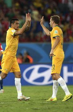 Tim Cahill y Franjic celebran el tanto australiano ante Chile Mundial 2014