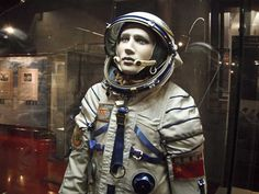 Scenic Guests Get a Cosmonaut's View of Soviet Life in Space Life In Space, Space Age, Man Cave Ceiling Ideas, Space Outfit, Space Suits, Space And Astronomy, Space Program, Wearable Technology, Body Armor