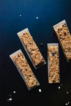 Healthy, honey-sweetened, salted almond chocolate chip granola bars. Keep these bars on hand for traveling or whenever hunger strikes! #healthysnack