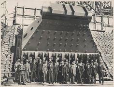 mpdrolet:  Construction of Sydney Harbour Bridge main bearing, 1927  Powerhouse Museum Collection