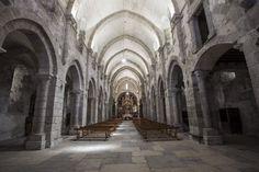 Gótico español. Interior de la iglesia del Monasterio de Meira, Lugo. Siglo XII, cisterciense.