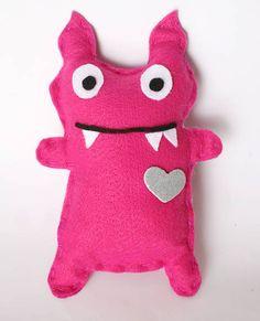Boneco em feltro - Monster rosa  Para usar na decoração da sua casa ou para festinha temáticas.  Boa ideia para dar de lembrancinhas em festas e eventos.  Pode ser feito como chaveiro ou com ventosa. R$ 10,00