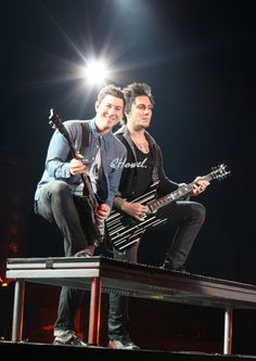 Zacky Vengeance and Synyster Gates ~ Avenged Sevenfold. My God, they're gorgeous.
