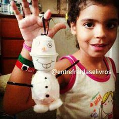 Olaf feito com capsulas de Dolce Gusto e corpo de embalagem de Kinder Ovo