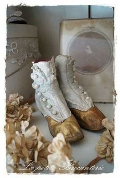 . Victorian Boots, Victorian Fashion, Vintage Fashion, Old Shoes, Vintage Boots, Retro Vintage, Vintage Decor, Baby Love, Shabby Chic
