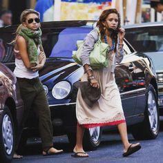 """588 Likes, 8 Comments - Mary-Kate & Ashley Olsen (@marykateandashleyo) on Instagram: """"26/09/2004 - MARY-KATE & ASHLEY LEAVING BAROLO IN SOHO, NEW YORK  Image from: olsensobsessive.com…"""""""