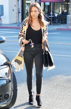 the-ultra-slimming-outfit-that-every-celeb-wears-1833051-1468271714.640x0c