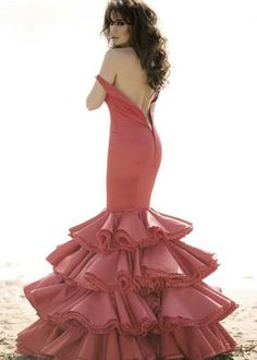Love the style and fit if this dress Feminine Dress, Feminine Style, Spanish Dress, Spanish Fashion, Special Dresses, Dance Fashion, Parisian Style, Couture Dresses, Beautiful Gowns