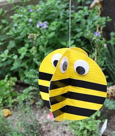 Duct Tape Twirling Bee Make a whimsical twirling bee using duct tape fabric. Learn how easy it is to make your own twirling bee to display outdoors. The post Duct Tape Twirling Bee was featured on Fun Family Crafts. Bee Crafts For Kids, Spring Crafts For Kids, Summer Crafts, Crafts To Make, Arts And Crafts, Family Crafts, Fish Crafts, Cute Crafts, Duck Tape Crafts