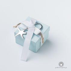 Μπομπονιέρα Βάπτισης Χάρτινο Κουτάκι με Μεταλλικό Μπρελόκ Αστερία Gift Wrapping, Gifts, Gift Wrapping Paper, Presents, Wrapping Gifts, Gift Packaging, Gifs, Wrapping, Present Wrapping