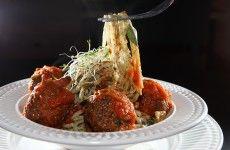 Receita de espaguete de pupunha com almôndegas vegetarianas