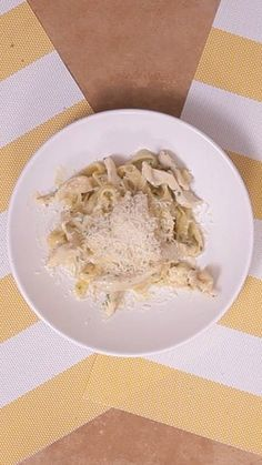 Recipe with video instructions: Chicken Alfredo recipe Ingredients: 1 chicken breast cut into strips, 10.6 ounces heavy cream, 1 egg yolk, 1/2 cup grated Parmesan cheese, Nutmeg, Salt, Black pepper, Chopped parsley, 8.8 ounces fettuccine, Oil,