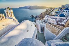 These 20 pictures of Greece are stunning. But be careful—this might make you want to book the next flight to Greece! Greece Vacation, Greece Travel, Top Travel Destinations, Europe Travel Tips, Greece Pictures, Festivals Around The World, Best Sunset, Santorini Greece, Paris Travel