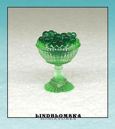 Miniature apple green goblet in scale the by Lindblomska Madness, Scale, Miniatures, Unique Jewelry, Handmade Gifts, Green, Etsy, Vintage, Weighing Scale
