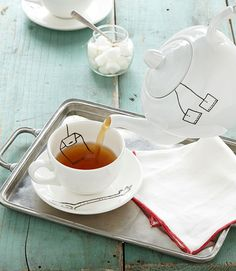 Love this look—trompe l'oeil teapot❣ DIY image with Pebeo's Porcelaine fine-point marker • mistakes can be washed away up to 72 hrs • allow 24 hrs dry time • bake 35 min in 300° oven • let cool completely • wash (ink is dishwasher safe)❣