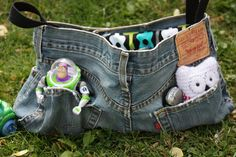 a bit of a different take on the jean purses of earlier days...very cool idea.