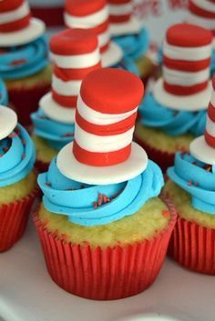 Cat in the Hat Cupcakes // Kids Party Ideas